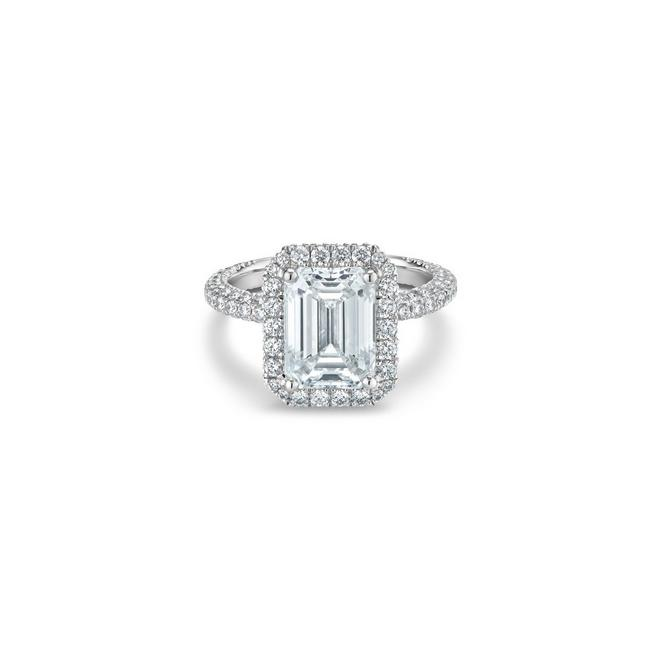 Aura emerald-cut diamond ring