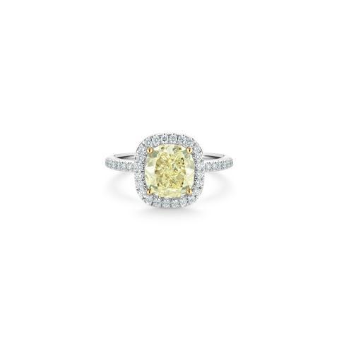 Solitaire Aura diamant jaune fancy taille coussin