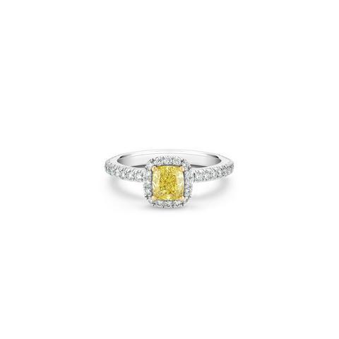 Aura 枕形黃鑽戒指