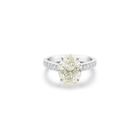 Old Bond Street oval-shaped diamond ring