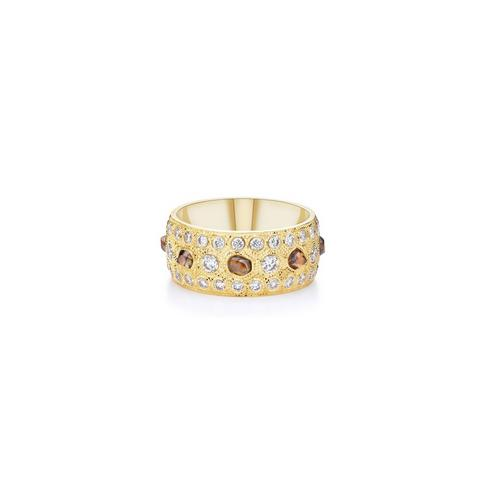 Talisman large band in yellow gold