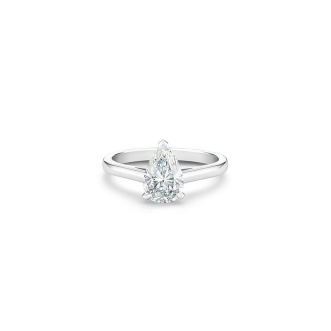 DB Classic pear-shaped diamond ring