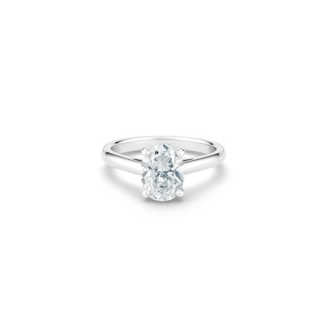 DB Classic oval-shaped diamond ring