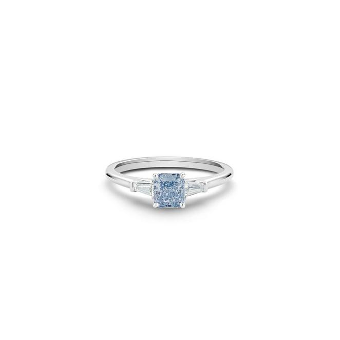 Solitaire DB Classic diamant bleu fancy intense taille radiant