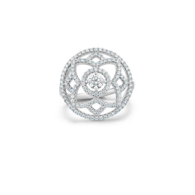 Bague cocktail Enchanted Lotus en or blanc