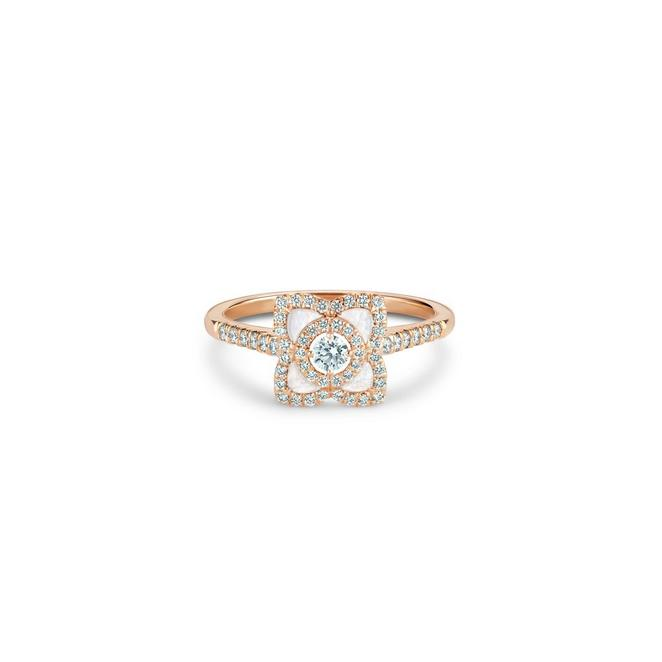 Bague Enchanted Lotus en or rose et nacre
