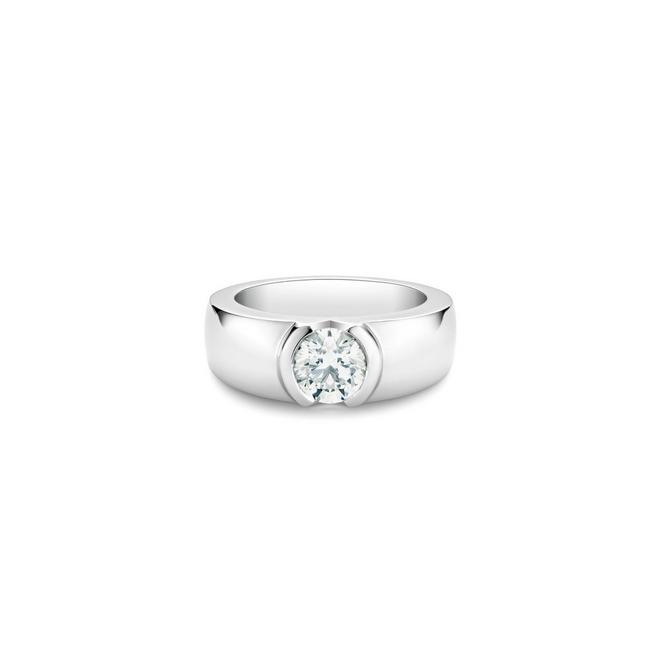 Statement round brilliant diamond ring