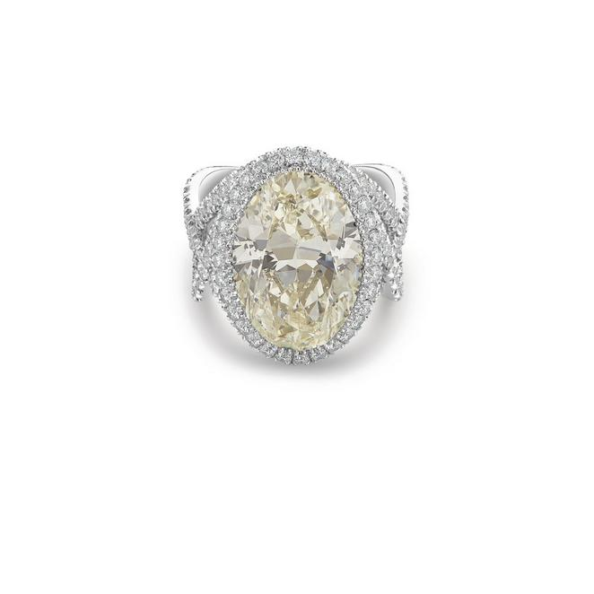 Aella oval-shaped diamond ring