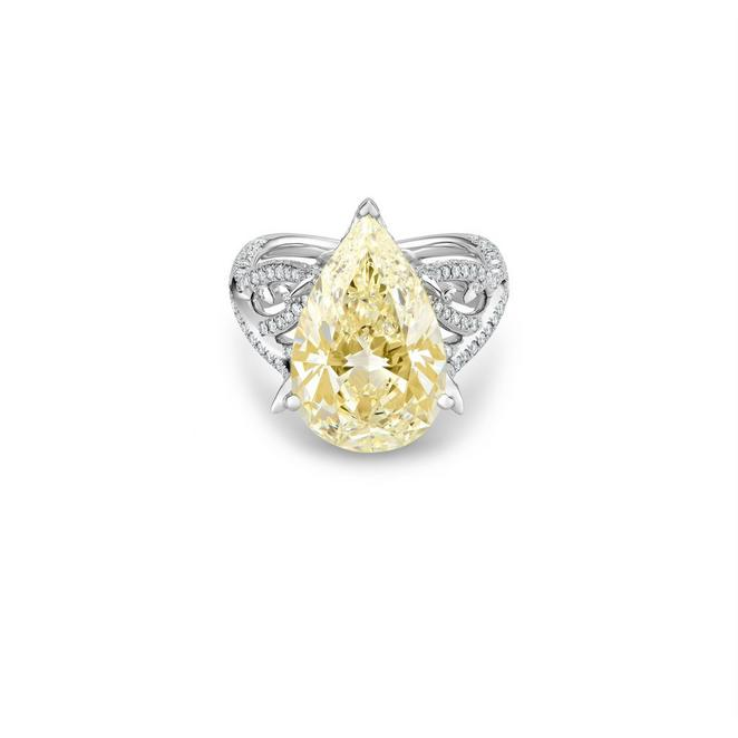 Volute pear-shaped diamond ring