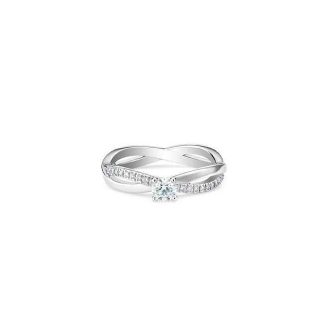 Infinity round brilliant diamond ring in platinum