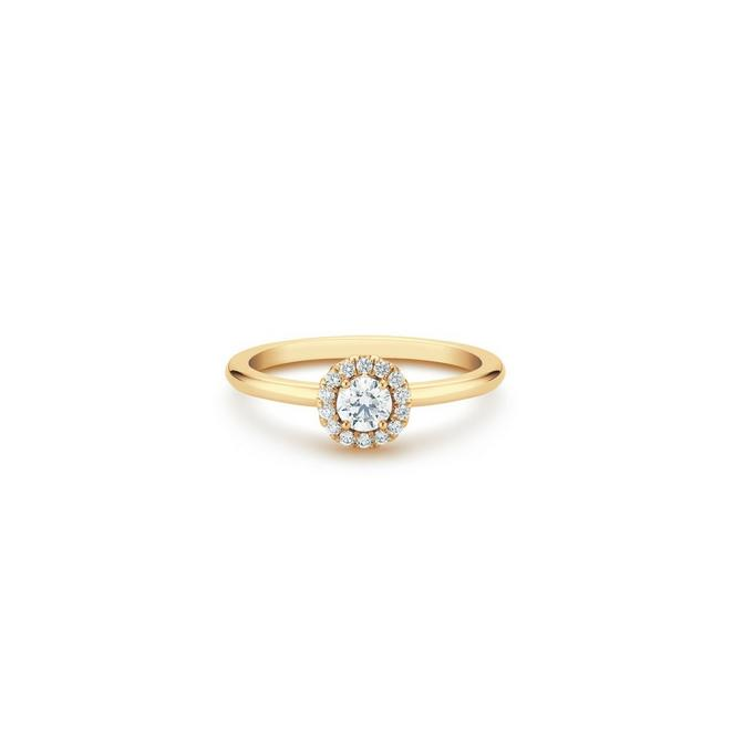Aura round brilliant diamond ring in yellow gold