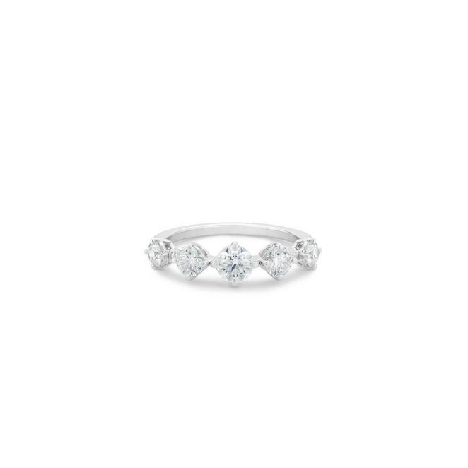 Arpeggia one row ring in white gold